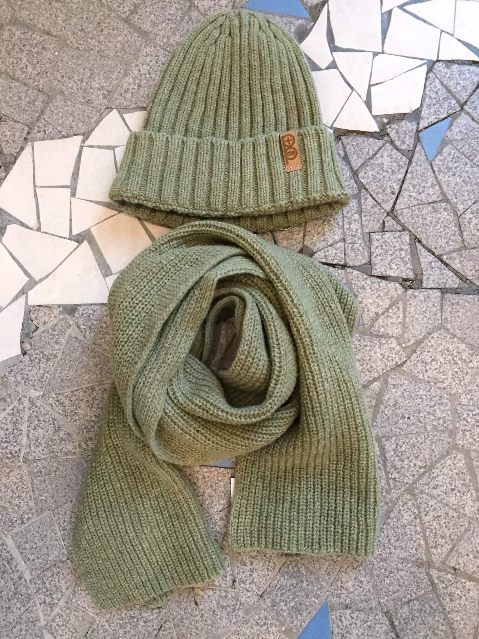 bonnet et echarpe vert